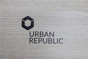 Argraffu logo ar ddeunyddiau pren gan WER-D4880UV